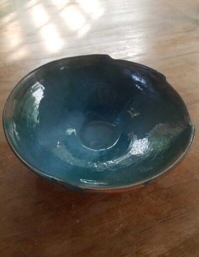 Bowl hecho con técnica de chorizo decorado con esmalte verde Jade. Producto artesanal para varios usos; ensaladera, frutera, decorativo,