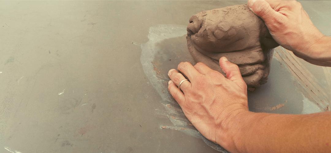 Manos en el barro. La cerámica y su origen en la tierra.